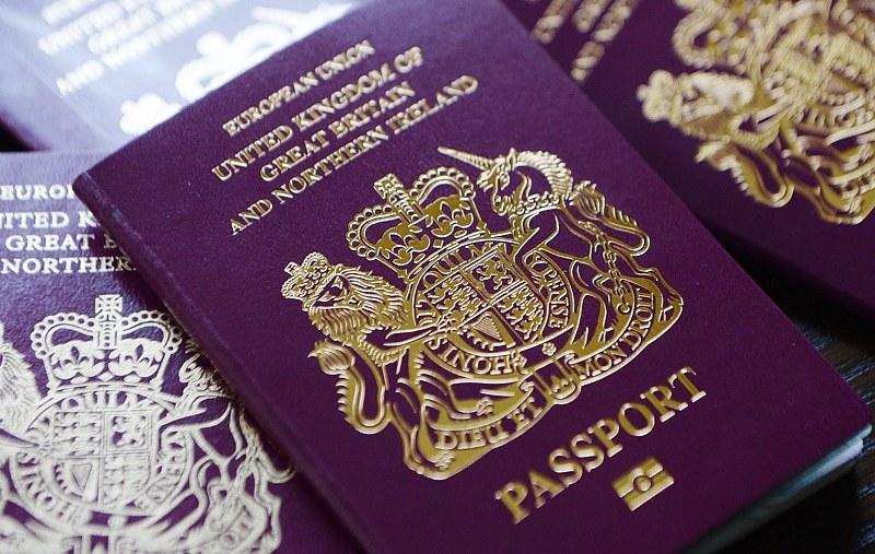 Паспортите по света са само в 4 цвята! Защо ли е така?  Вижте КАРТА