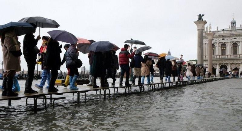 Наводнението във Венеция взе две жертви. Обявяват бедствено положение