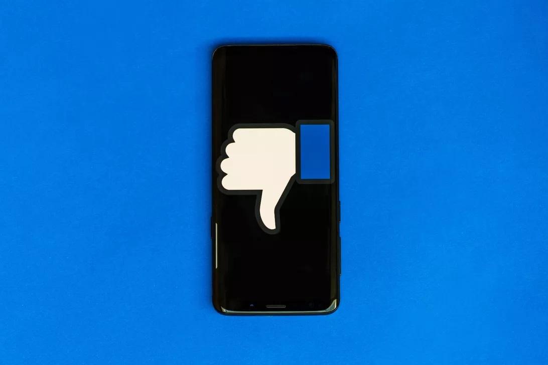 Скандално! Facebook използва камерата на телефона ни без да пита