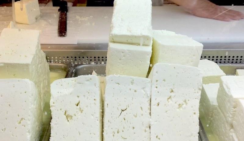 Цели 30 родни мандри бълват сирене с палма. Всяка шеста бучка – менте!