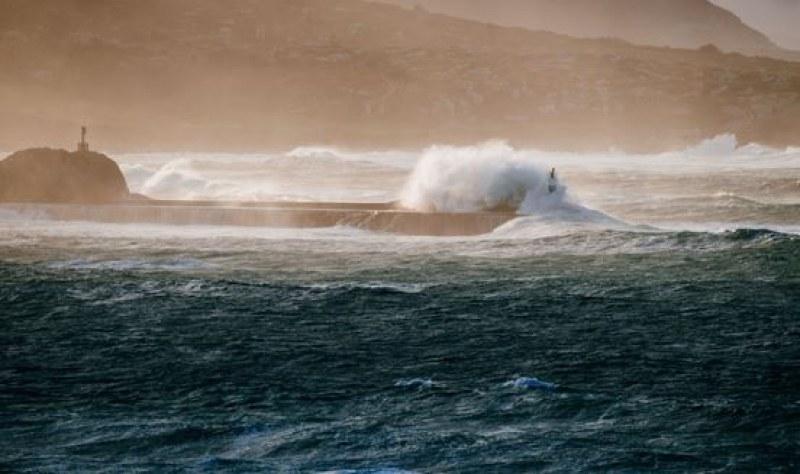Силна буря се разрази на крайбрежието на Хърватия, обявен е червен код