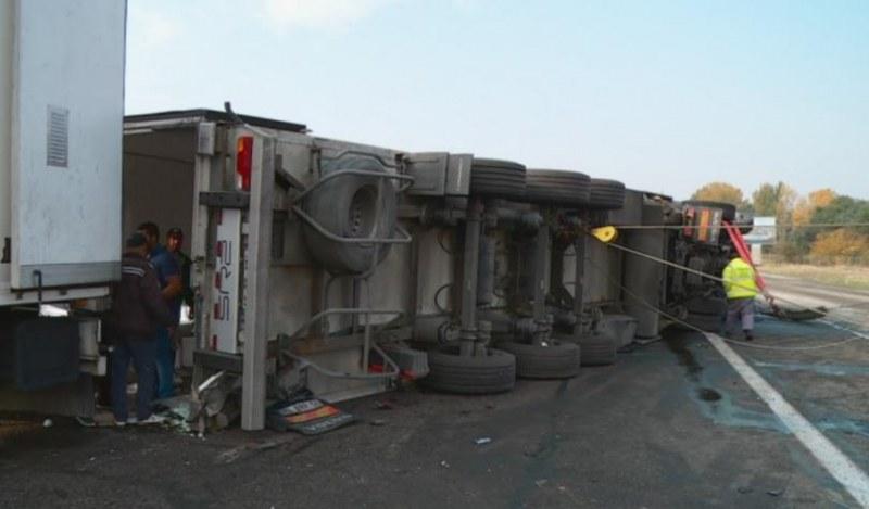 ТИР се е завъртял на Е-79, между Вършец и Монтана. Няма данни за ранени