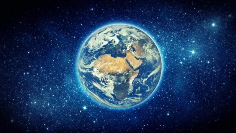 Какво точно разстояние изминава планетата ни всеки ден в Космоса ?