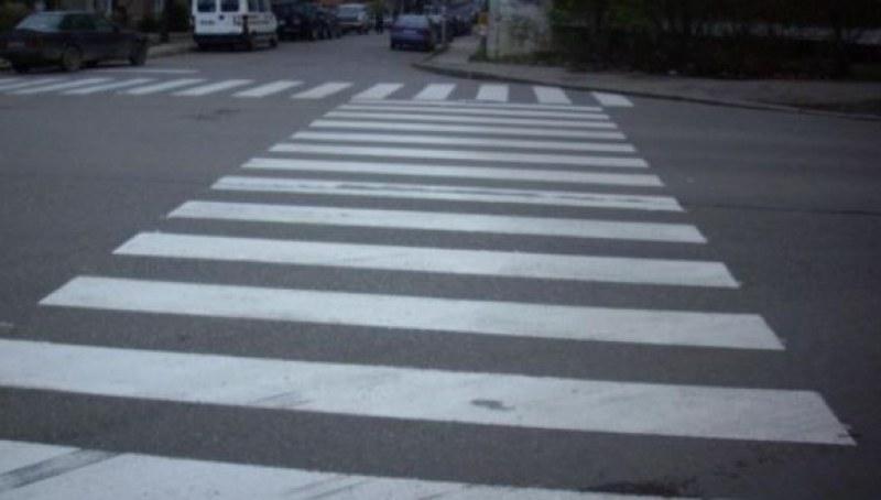 81-годишен дядо счупи крака на жена, блъсна я на пешеходна пътека