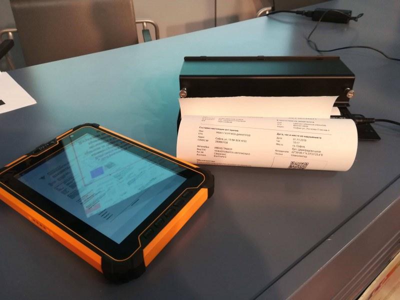 Даяджиите с таблети, принтери и ПОС терминали: Плащаме акт на място