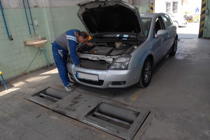 Бизнесмени с мощни коли данък не плащат. С чуждо ЕГН на технически преглед!