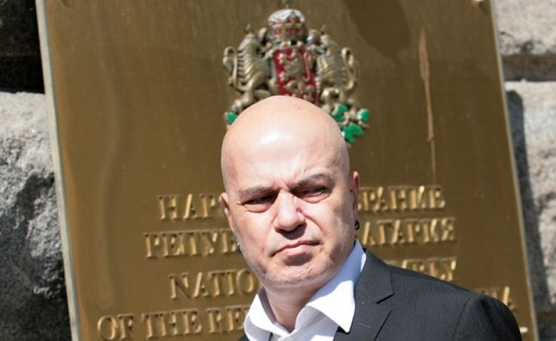 Напъните на Слави го изкачиха до 4-то място. Става за депутат!