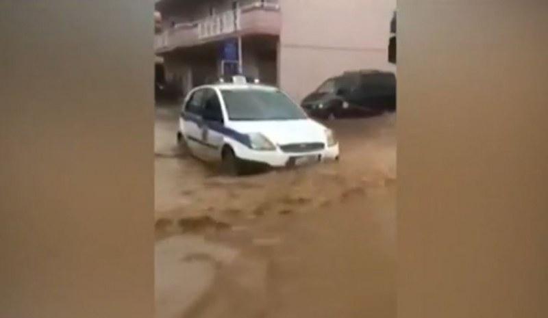 Наводнения засегнаха отделни райони и в Гърция