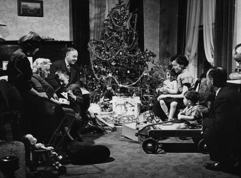 Тиха нощ, свята нощ… Преди 100 г. – черно-бяла Коледа, но цветна СНИМКИ