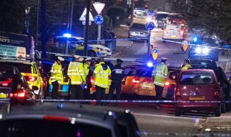 Кола се вряза и помете ученици до Лондон: Една жертва, има и ранени деца!