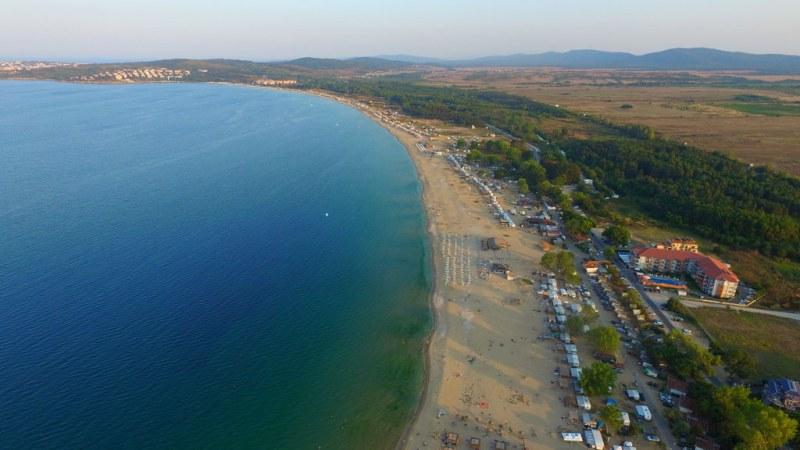 На метри от морето: Все пак ще строят на култовия къмпинг