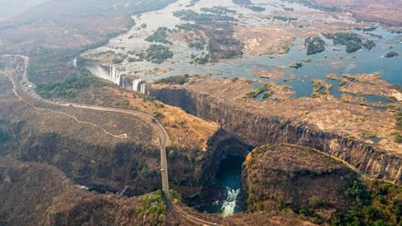 От зрелищни пръски – невзрачна струйка. Водопадът Виктория – пресъхна!