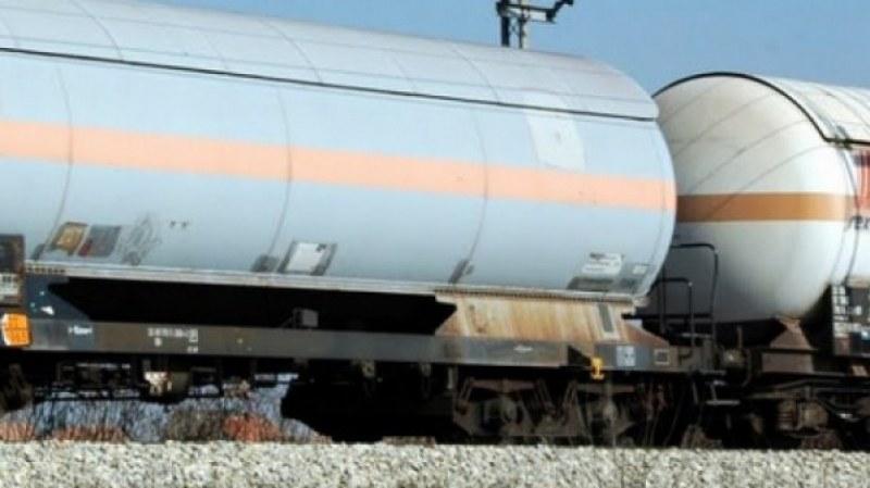 Двама източиха 350 л гориво от цистерна в Пловдивско! Заалчняха и ги закопаха