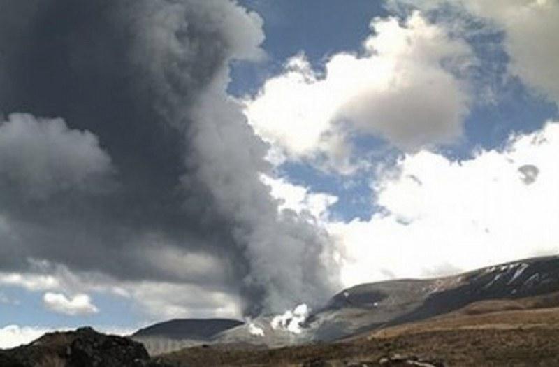 Вулкан изригна внезапно в Нова Зеландия, има загинал. Властите издирват хора!