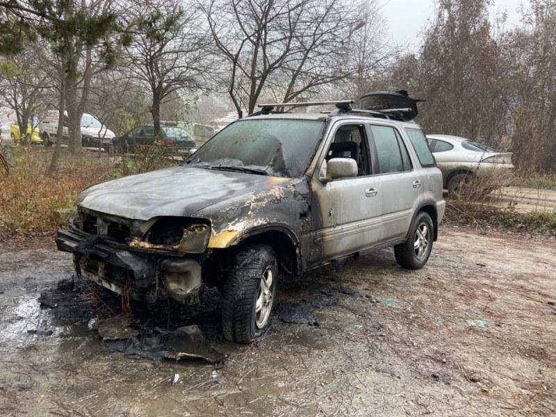 Автомобил лумна и изгоря в столичния квартал