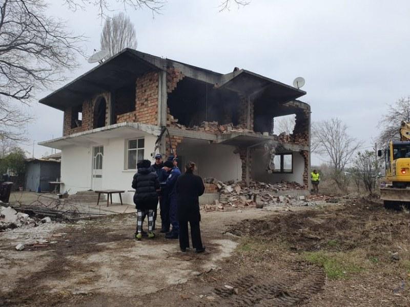 Бутат постройки в Арман махала в Пловдив, багери разбиват от сутринта!