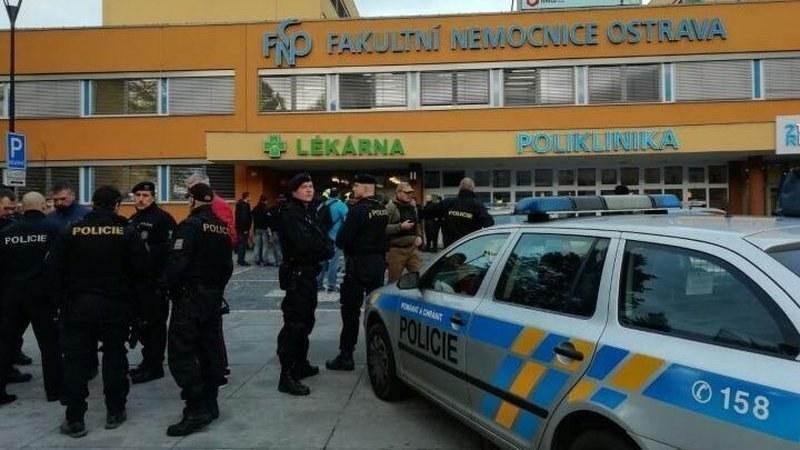Стрелба в Чехия! Неизвестен нахлу в болница, разстреля четирима
