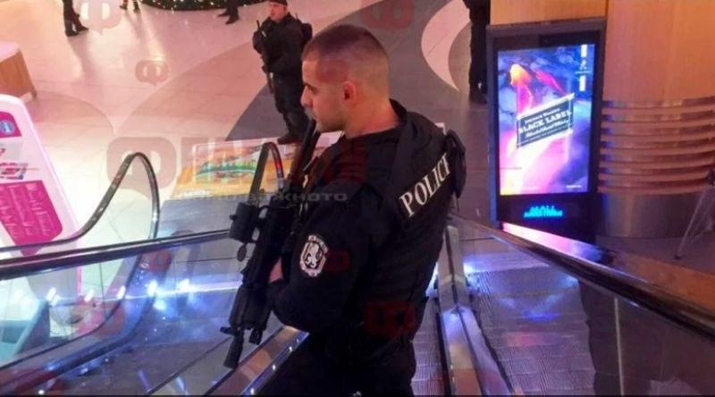 Въоръжени до зъби полицаи нахлуха в бургаски мол! Защо? СНИМКИ