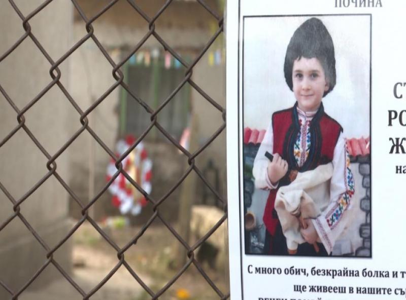 Росица, майката на мистериозно починалия Стефчо от Кардам, е избягала