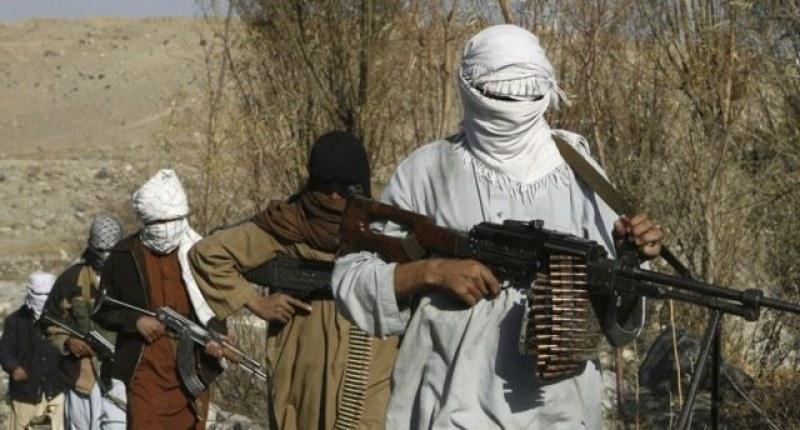 Талибани проникнаха при военни в Афганистан, убиха 23-ма!