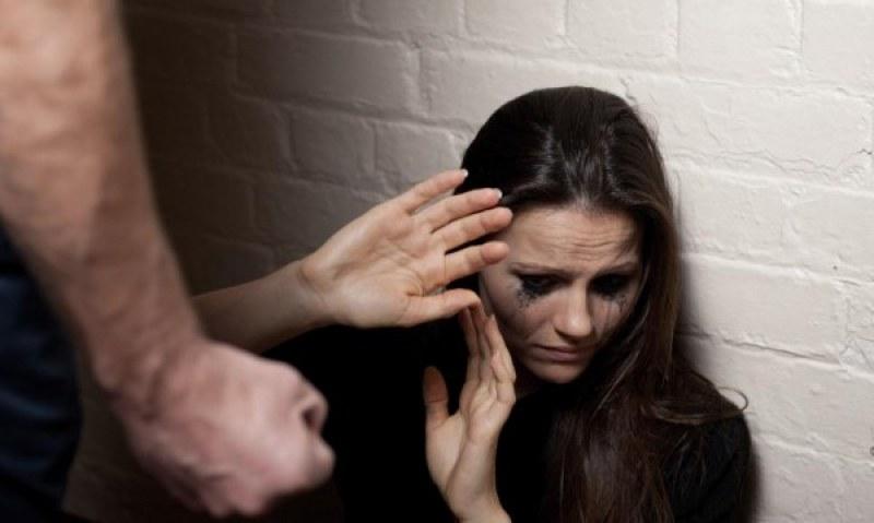 Бита, с рязани пръсти: Българка е открита в безпомощно състояние в Гърция