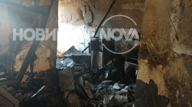 Първи снимки на взривения блок във Варна отвътре! Годен ли е за обитаване?
