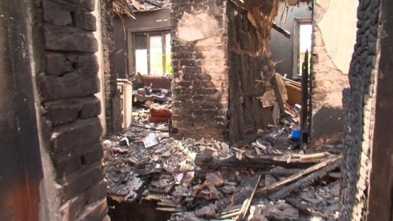 Пожар в къща в Куклен, има пострадал