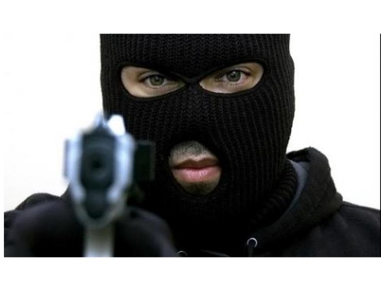 АПИ разкри какво са откраднали маскираните крадци от бензиностанцията!