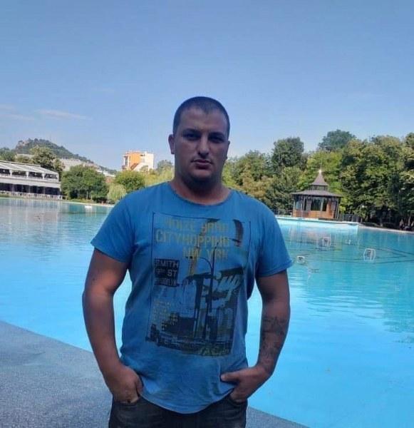 Ново самоубийство до Пловдив! Мъж се самозапали в кола дни след сватбата си!