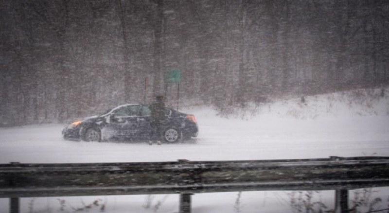 Снежната буря в Испания уби един човек, има затворено летище
