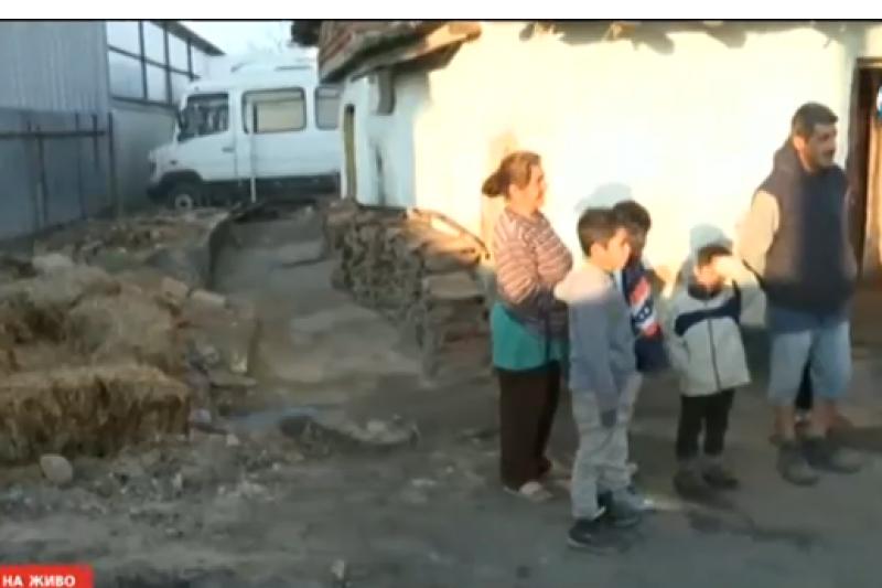 Ромски катун се настани до цех край Пловдив! Собственикът иска да им намерят жилище