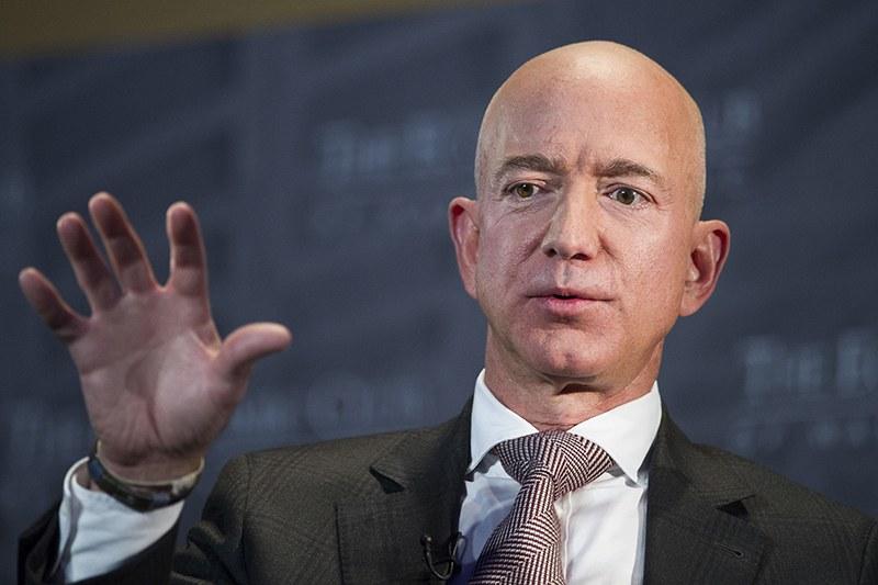 Как хакнаха телефона на най-богатия човек в света?