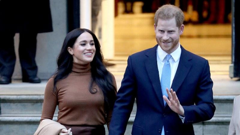 Меган се усмихва на снимката, но с Хари ще съдят папараци?