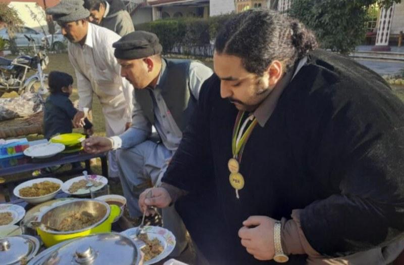 444-килограмов пакистанец си търси поне 100-килограмова жена