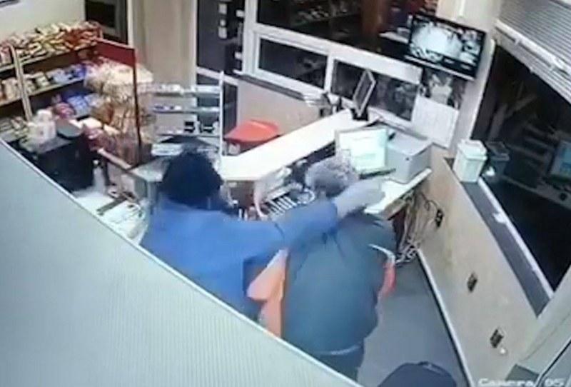 Крадец с противогаз ограби бензиностанция край Пловдив, не се радва дълго ВИДЕО