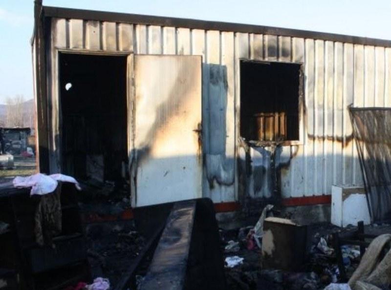 Откриха човешки останки в изгорял фургон край Бургас
