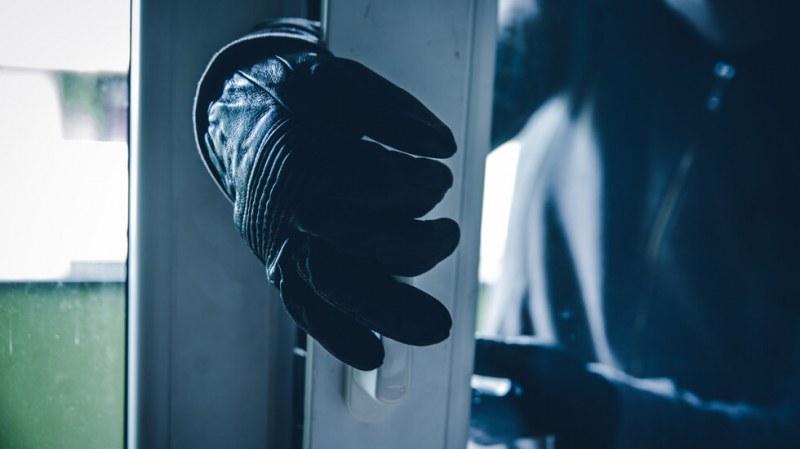 Пишман крадец бе заловен от собствениците, арестуваха го