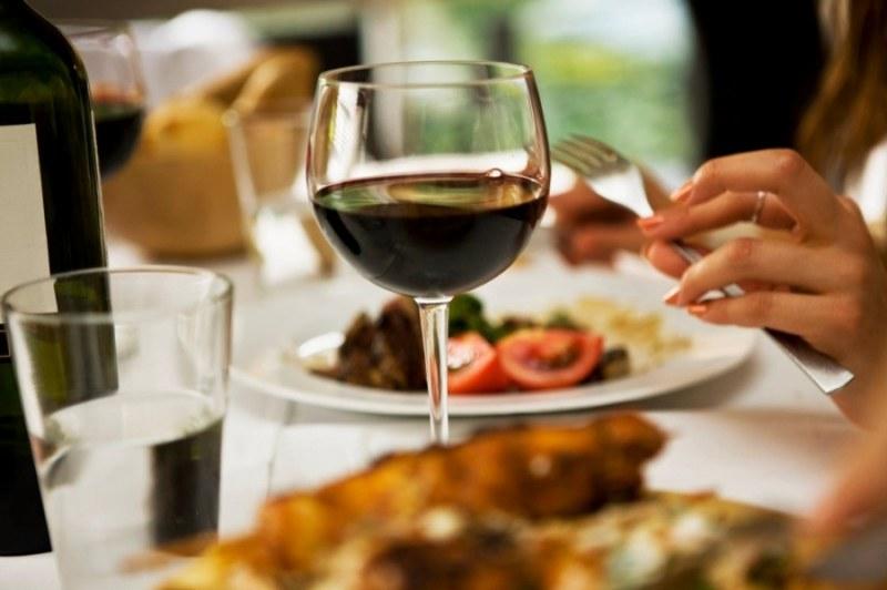 Скъпичка: Мъж и жена платиха 2 милиона долара за вечеря