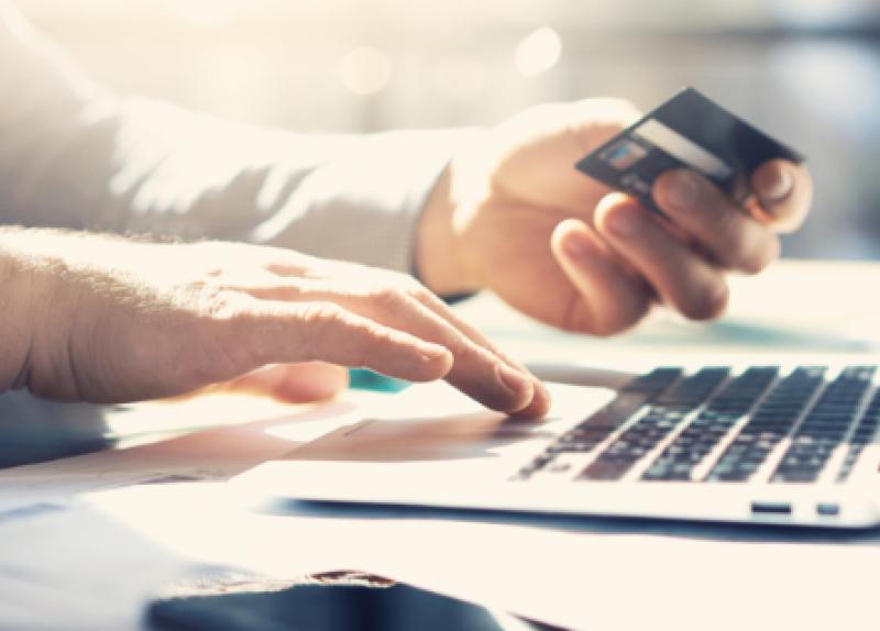 От коли до владишки трон: какво пазаруваме онлайн