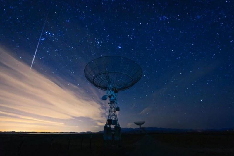Радиосигнал от дълбокия Космос, повтарящ се на 16 дни, прихванаха астрономи