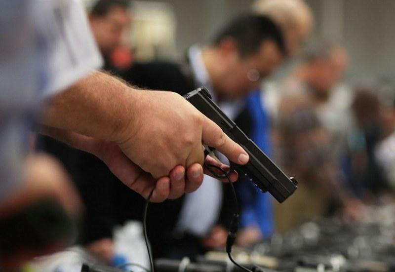Подсъдим чу присъдата си, извади пистолет и се застреля в съда