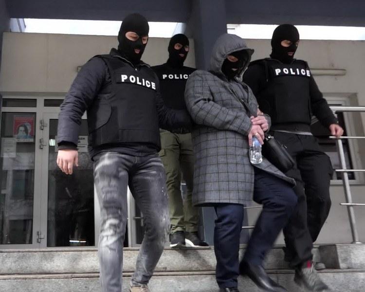 Това са полицаите, отмъкнали фиш от тотото на възрастна жена  ВИДЕО