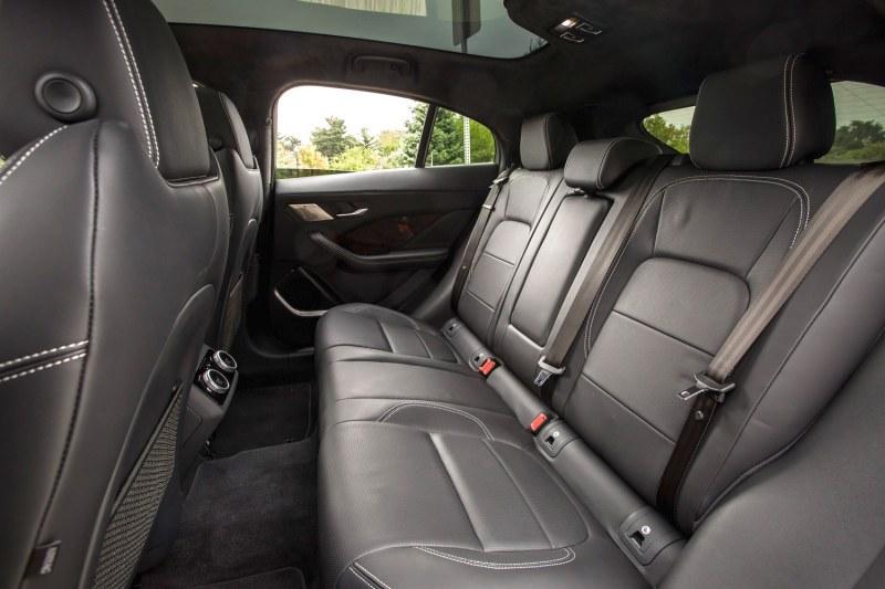 Кои седалки в автомобила са най-безопасни при инцидент?