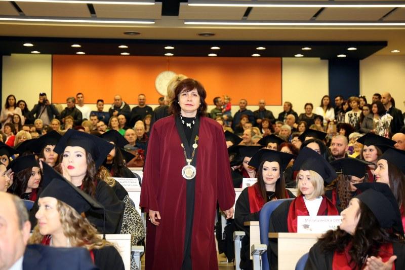 Ректорът на МУ-Пловдив проф. Мурджева с послание към дипломантите от ФОЗ