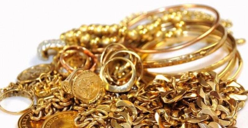 Дядо си купи златни накити за 11 бона, оказаха се просто... жълти!
