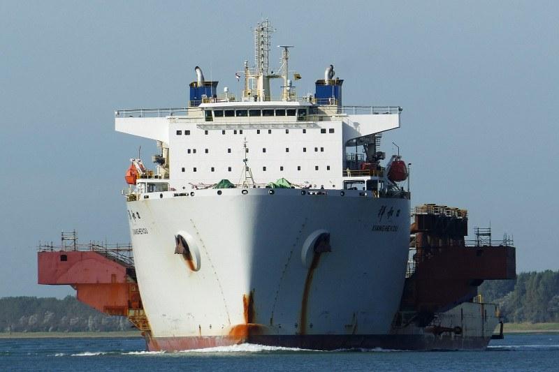 Кораб с китайци акостира у нас, въведоха извънредни мерки!