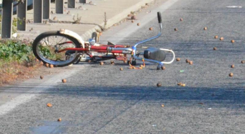 Неизвестен блъсна баба от велосипед, повали я и отмъкна чантата й