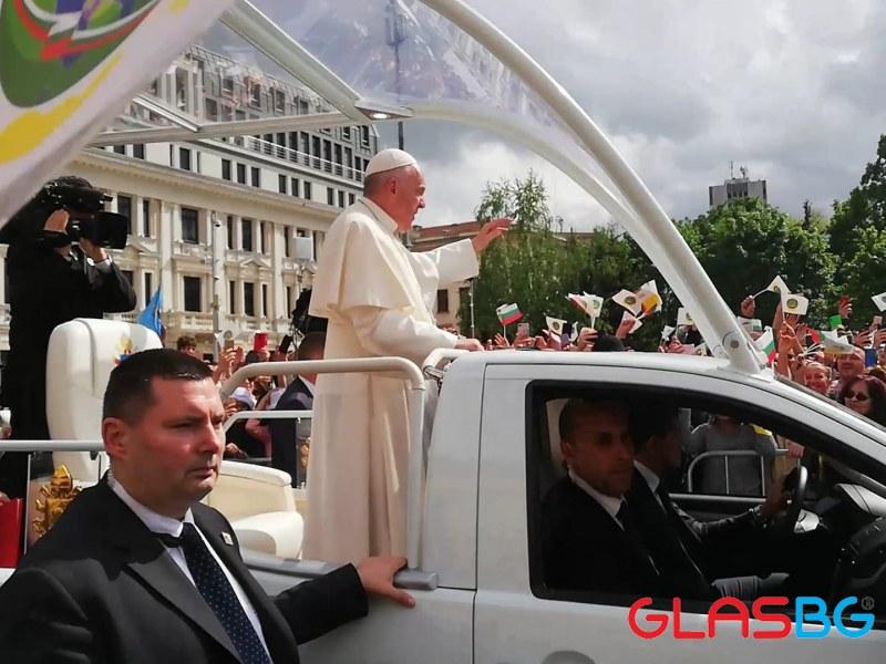 Ватикана с тревожни новини за Папа Франциск