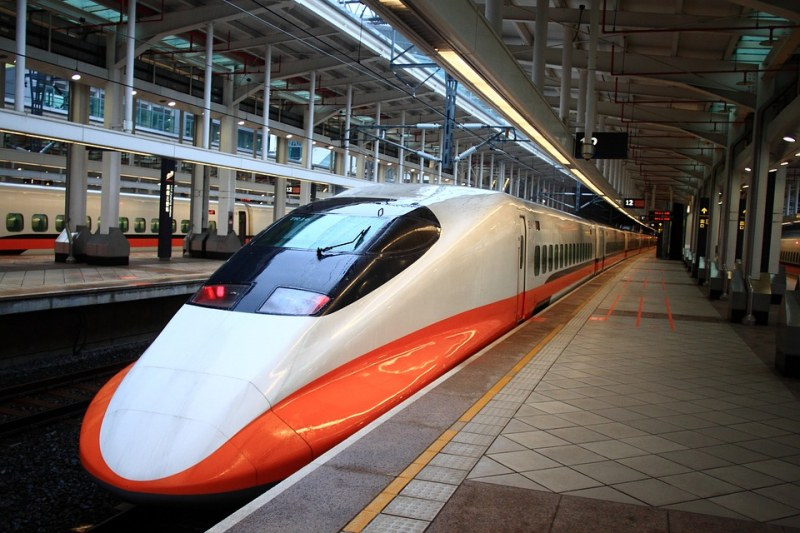 Новият влак ще се движи 500 км/ч и... 10 см над линията!