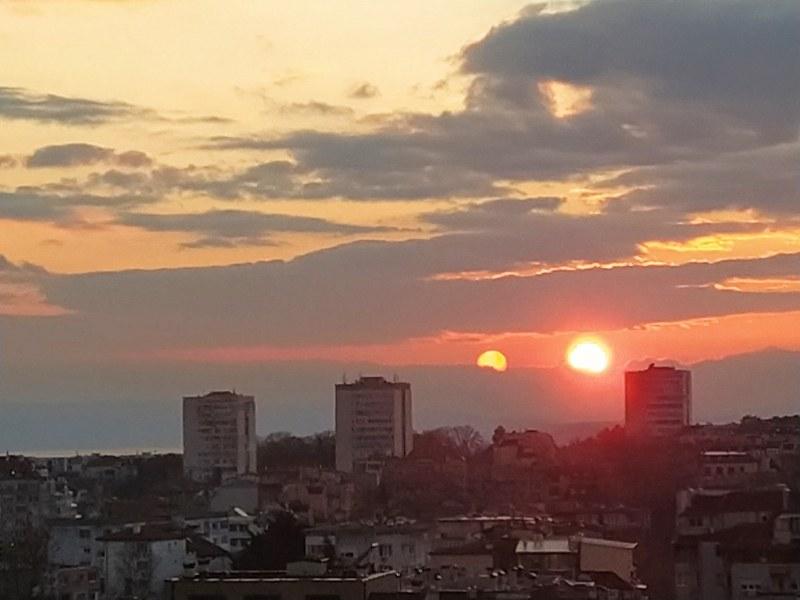 2 слънца се появиха над Варна! СНИМКИ
